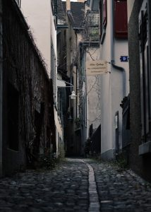 an alley might not be the best among the standards of a good home